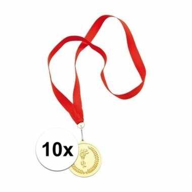 X gouden kampioens medailles aan rood lint carnavalskleding bosch