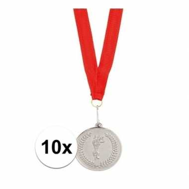 X medailles zilver aan rood lint carnavalskleding den bosch