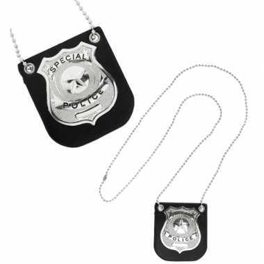 Zilveren politie badge aan ketting carnavalskleding Den Bosch