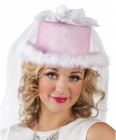 Carnavalskleding hoge roze dameshoed sluier