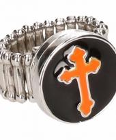 Carnavalskleding zilveren metalen ring oranje kruis chunk